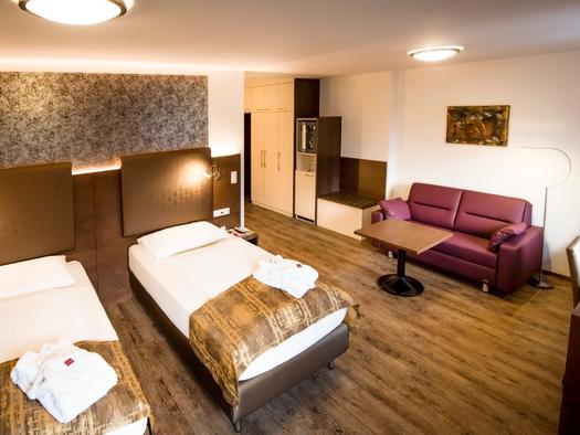 Junior Suite Schlaf/Wohnbereich. (© Katharina Wisata / Elisabeth Poringer)