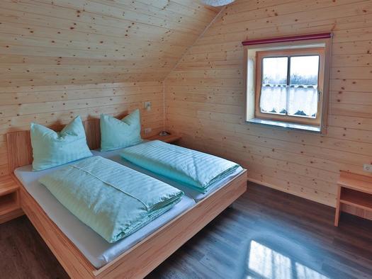 Schlafzimmer mit Zusatzbett (© Hermann Hanetseder)