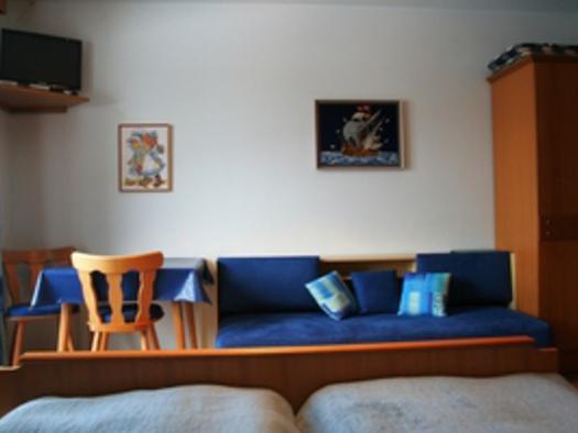 Blaues Zimmer Bett. (© Familie Ebner)