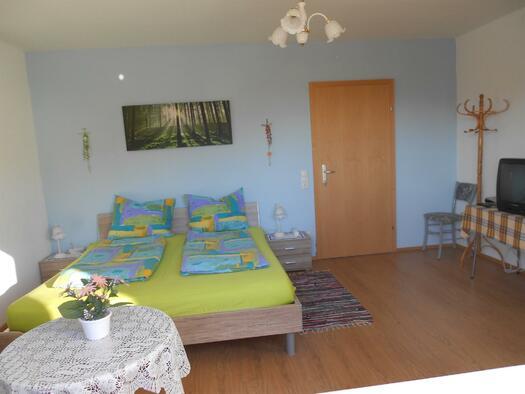 Schlafzimmer (© FeWo Mühltalblick)