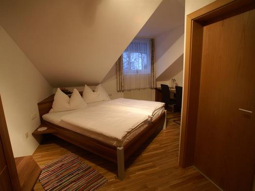 Mansardenzimmer ohne Balkon