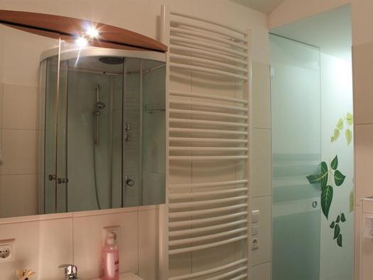 Bad mit Handtuchtrockner (© Privat)