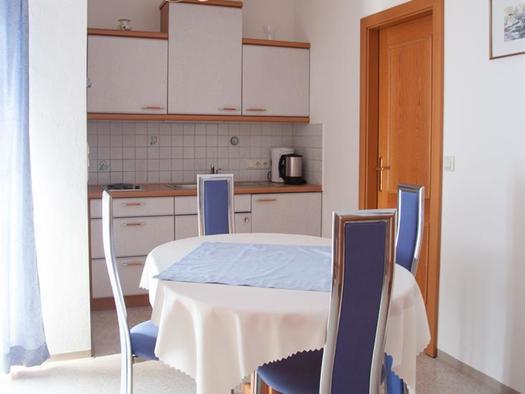 Ferienwohnung C - Küche und Essplatz