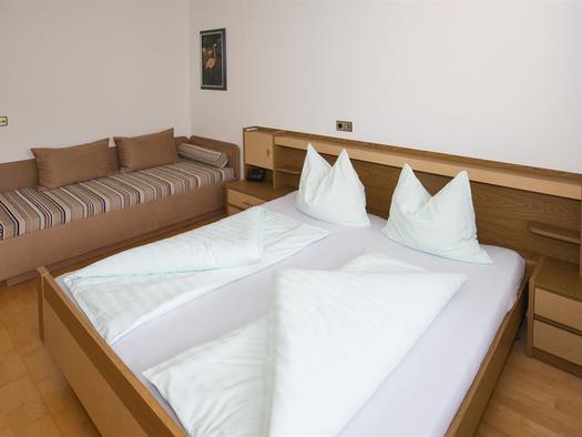 Schlafzimmer (© Hermann Hanetseder)