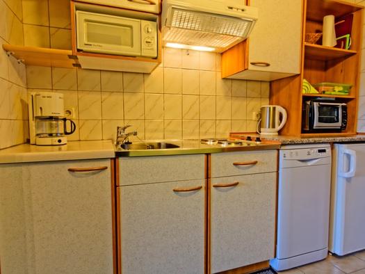 Haus Löger Windischgarsten - voll ausgestattete Küche der Ferienwohnung A, B und C. (© Sebastian Schmier)