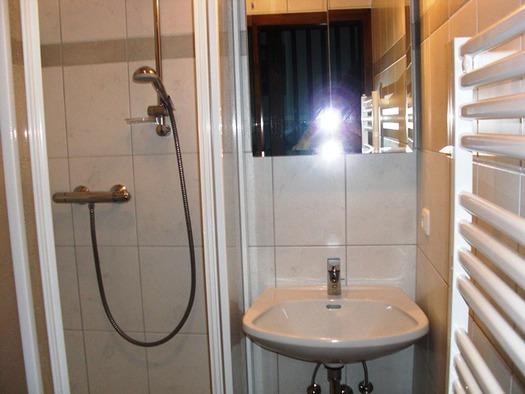 Dusche mit Handtuchtrockner