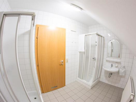Waschraum Damen 3