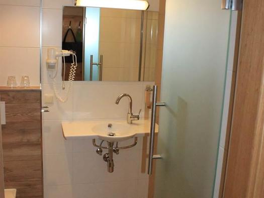 Badezimmer Deluxe-Doppelzimmer (© Hochlackenhof)