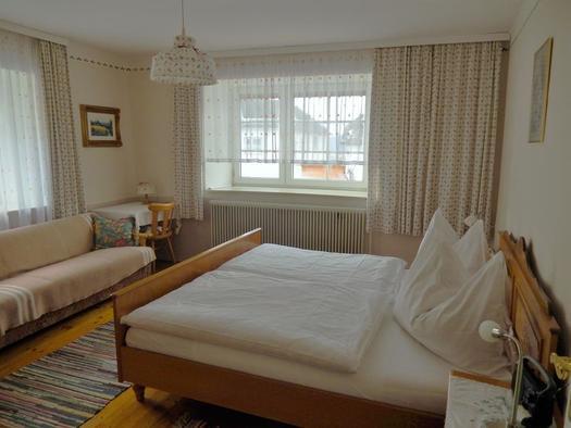 Schlafzimmer 1 mit Leseecke (© Ferienwohnung Sladek | Privat)