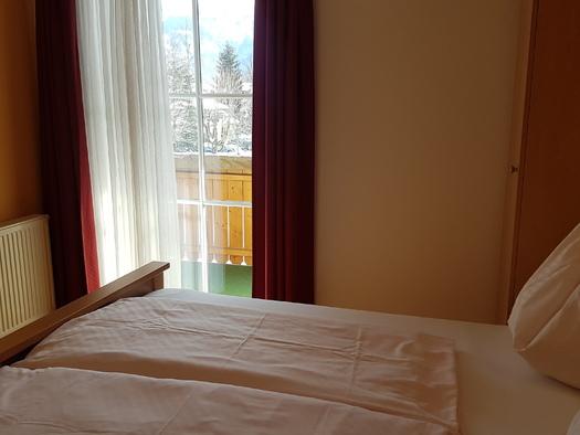 Schlafzimmer mit direktem Balkon. (© Herman Dobetsberger)