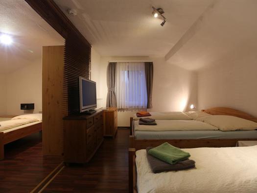 Schlafraum 1 (© Hotel Wildschütz)