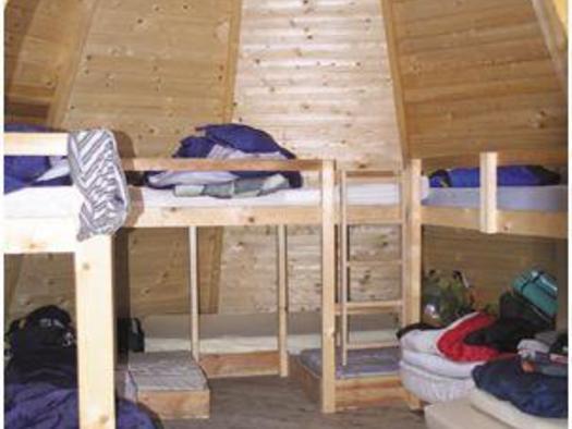 Lagerbetten in den Tipis (© Privat)