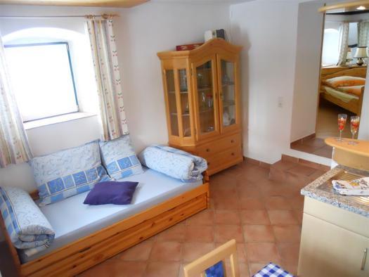 Wohnraum mit Küche Wohnung 2