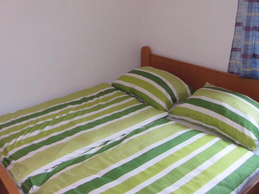 bedroom with double bed. (© Bauernhof Schink)