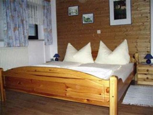 Schlafzimmer (© Ferienwohnung Burgi)