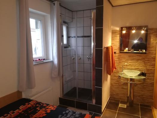 Dusche im Schlafzimmer (© Udo Musenbrock)