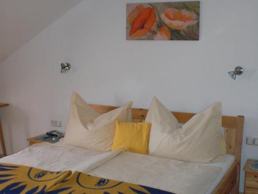 Doppelbett im Hotelappartement (© Bergkristall)