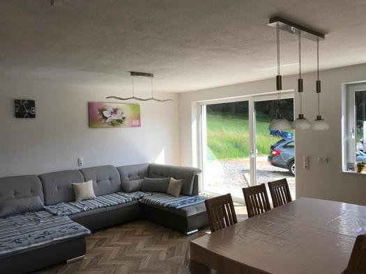 Wohn-Schlafzimmer mit Terrasse (© FH Grobauer II)