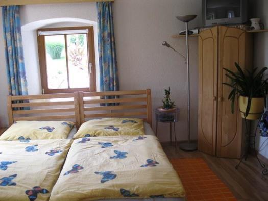 Doppelbett mit Schrank