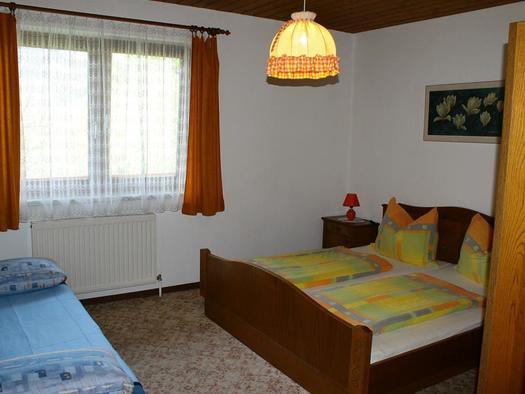Schlafzimmer 2 mit Zusatzbett (© Edith Löger)