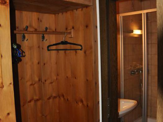 Vorzimmer und Badezimmer im Familienzimmer