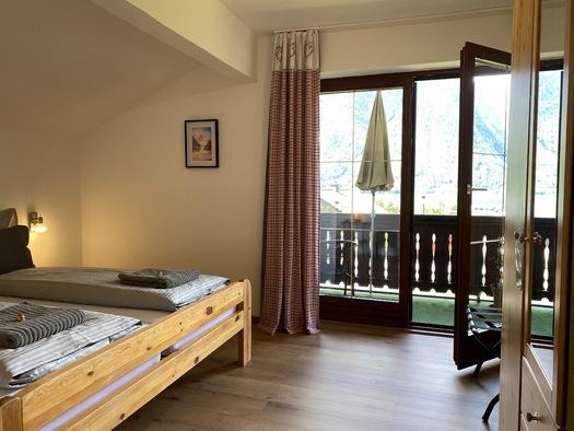 Zimmer 1 Zugang Balkon. (© Franziska Wigert)