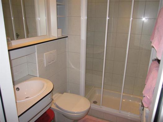 Badezimmer mit Dusche/WC (© Berghof Sturmgut)