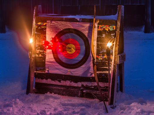 Fire&Ice - Bogenschießen bei  Fackelschein im Winter  im Bogensportzentrum Breitenstein. (© Bogensportzentrum Breitenstein)