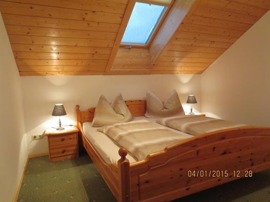 FW-Bergblick/Schlafzimmer Nr. 2 (© Alexandra Oberascher)