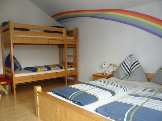 Bad Goisern - Primusbergerhof Schlafzimmer Regenbogen.JPG