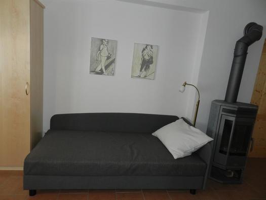 Sofa in der Wohnküche (© Bauernhof Obere Wolfsgrub)