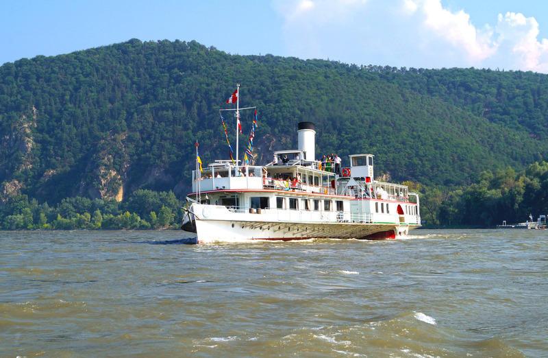 dampfschiff-scho-nbrunn_rossatz-geg_mantler_072012