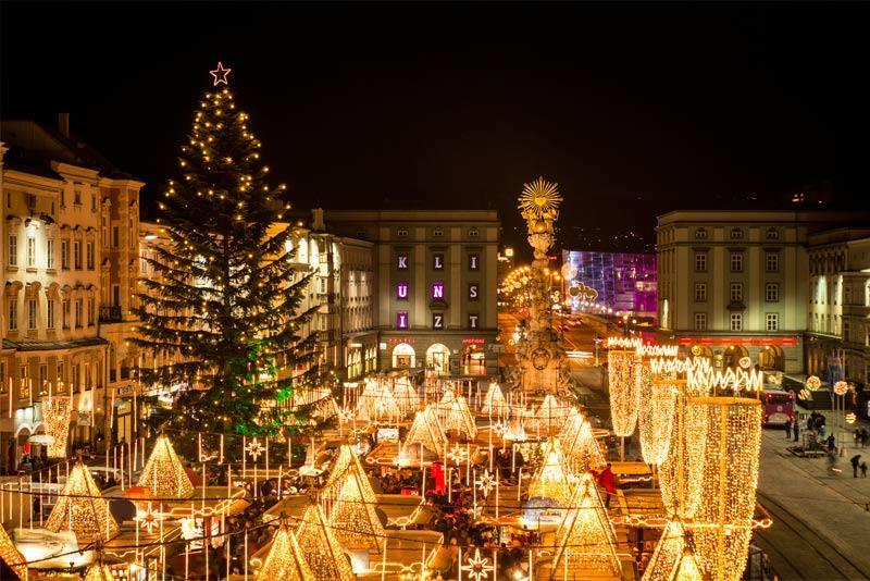 Christkindlmarkt-am-Hauptplatz-Linz_c_LinzTourismus-ASigalov