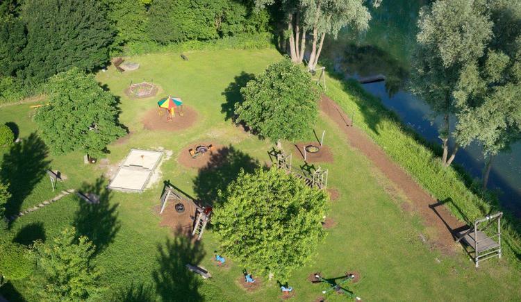 der Kinderspielplatz liegt direkt am Donauradweg neben dem donAu-Standl