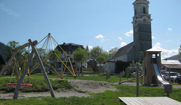 Spielplatz hinter Gemeinde mitten im Ortszentrum (© Tourismusverband Faistenau)