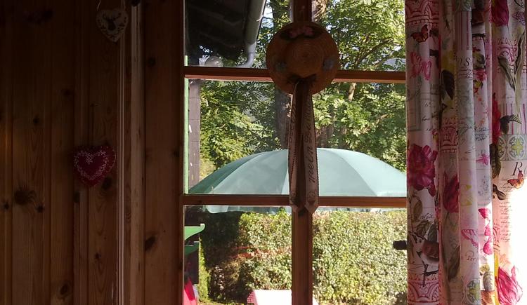 Ferienhaus Rosalinde - Wohnzimmer - Tür zur Terrasse