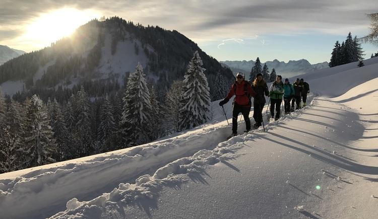 Schneeschuhwandern mit dem Nationalpark Ranger. (© NPK)