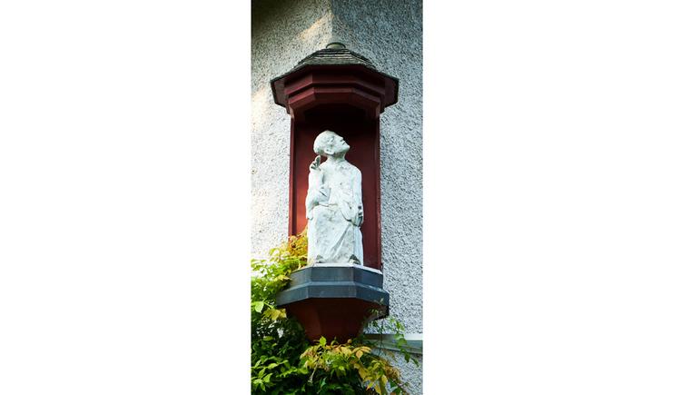 Blick auf eine Statue aus Stein