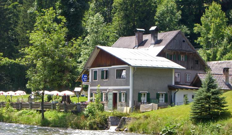 Das Gasthaus Rassingmühle befindet sich direkt an der Traun. (© Ferienregion Dachstein Salzkammergut)