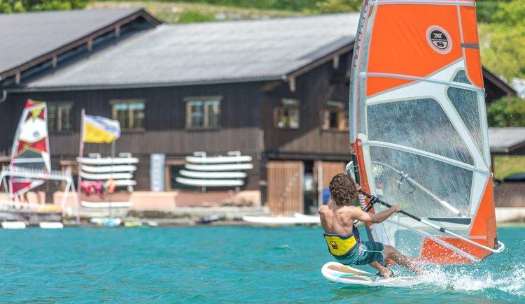 Sportcamp Raudaschl schneller Surfer. (© Sportcamp Raudaschl Mirja Geh)