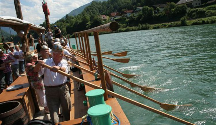 Floss- und Wikingerschifffahrt auf der Enns. (© TV Nationalpark Region Ennstal)
