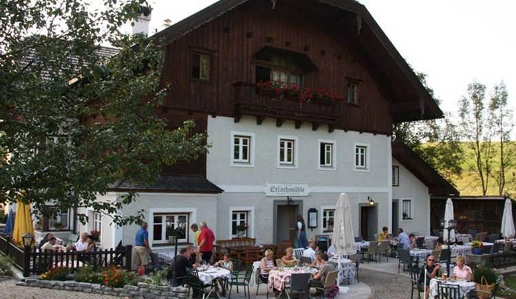 Blick auf die Erlachmühle. (© www.mondsee.at)