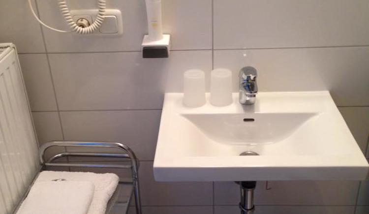Waschtisch mit Fön (© Privat)
