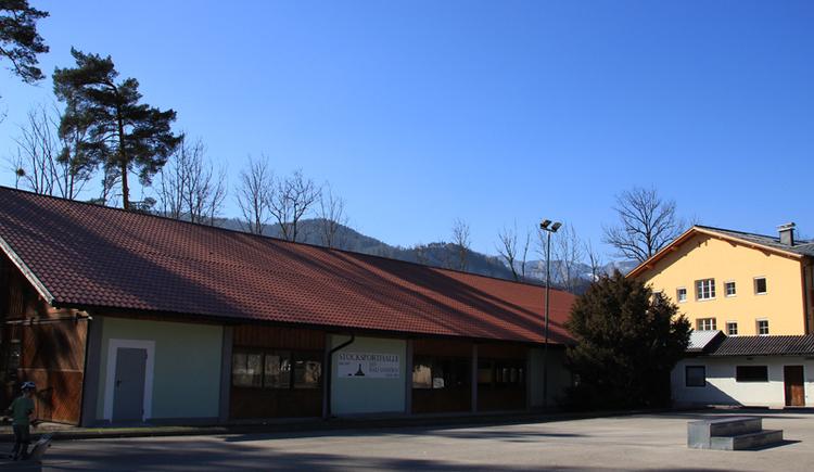 Die Stockschützen Halle in Bad Goisern befindet sich in der Nähe der Evangelischen Kirche und verfügt über 5 Bahnen.