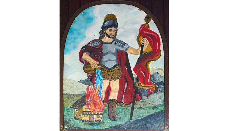 Blick auf ein Bild mit einem brennenden Haus und einer Figur