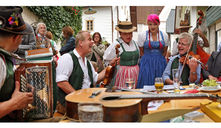 The traditional violin festival takes place every year on the 1st Sunday in September. (© OÖ-Tourismus)
