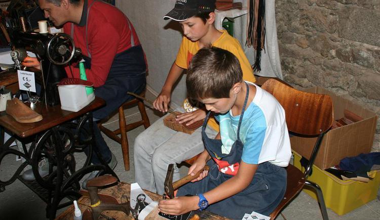 Handwerk für Kinder (© Kulturverein Burg Piberstein)