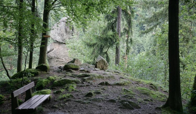 Der Kezenstein das Wahrzeichen des Pesenbachtals