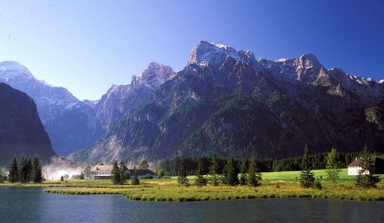 Almsee mit Blick ins Tote Gebirge (© Karl Redtenbacher)