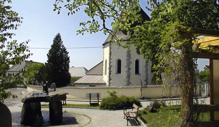 Die Pfarrkirche in St. Stefan am Walde. (© Mayr Alfred)